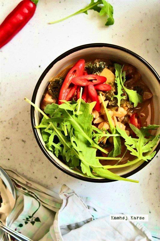 Curry med blomkål og sprød tofu