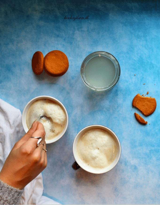 Hjemmelavet pebermyntesirup - god til kakao og kaffe