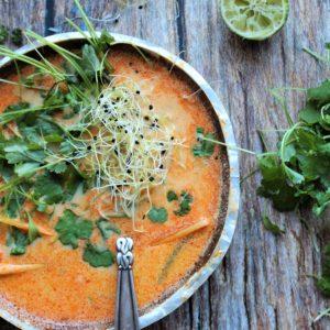 Vegans thaisuppe med rød karrypasta
