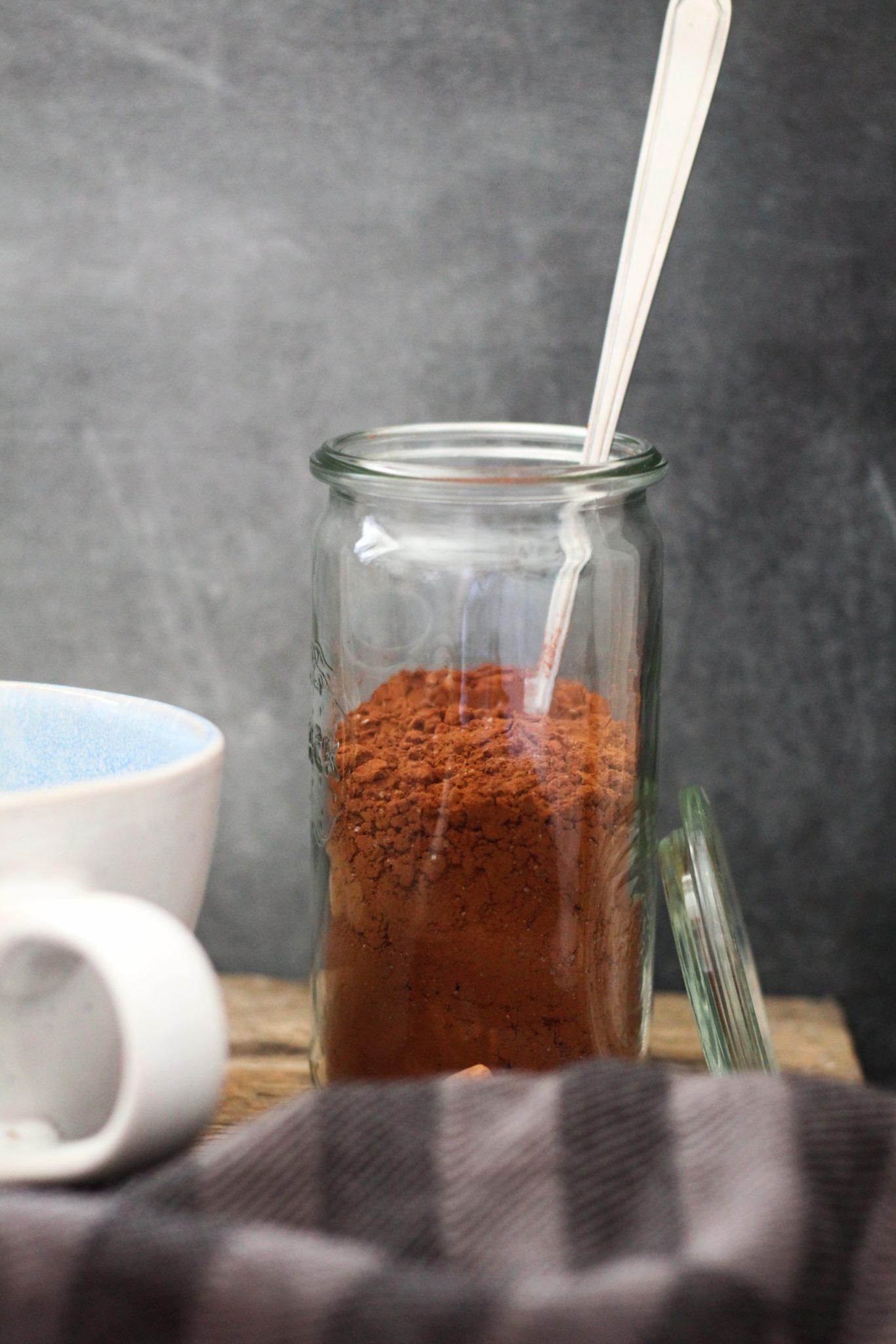Hjemmelavet vegansk kakaopulver til varm kakao