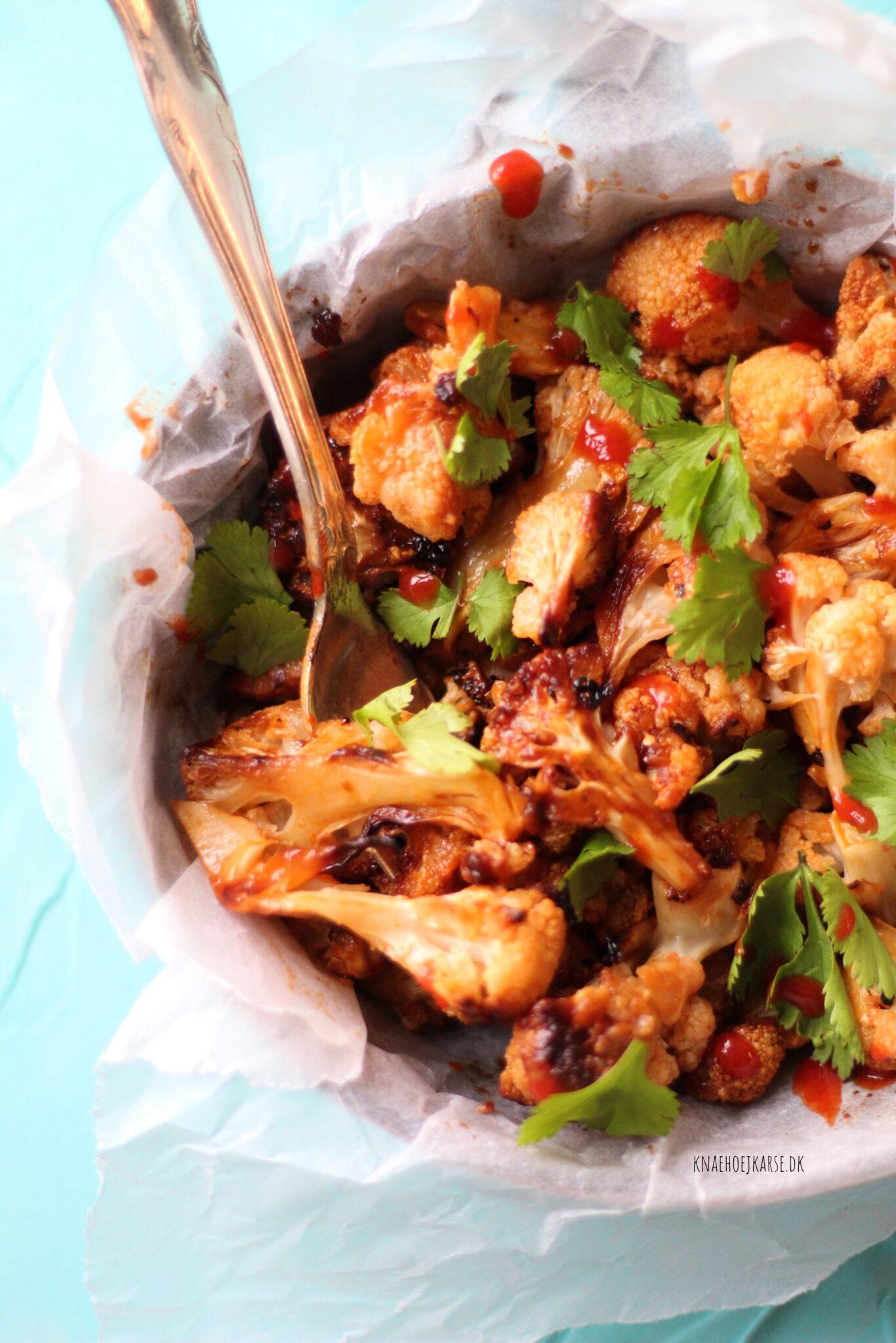 Bagt blomkål med chili, lime og hvidløg