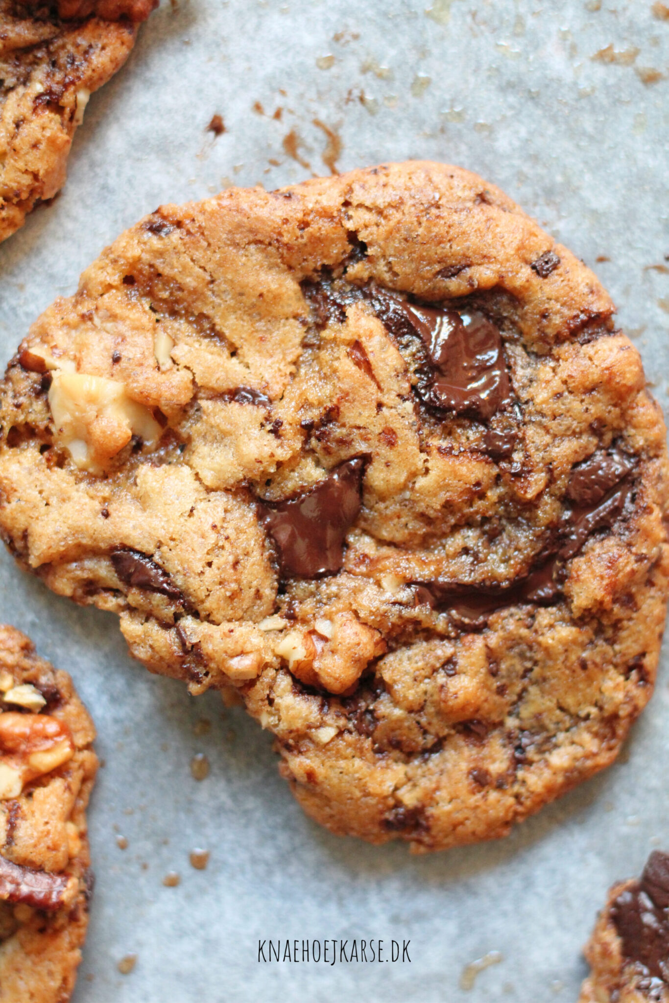 veganske chocolate chip cookies med kaffe og valnødder