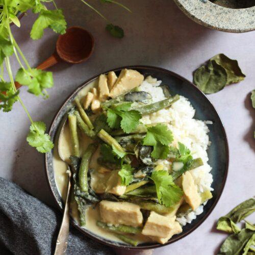 vegansk thaicurry med grøn karrypasta